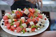 Украшения из фруктов на шпажках фото